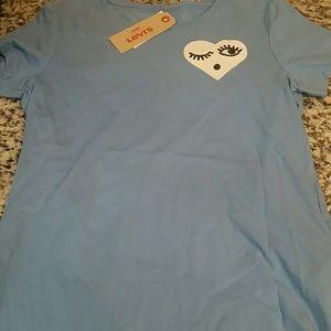 Closet sale! Bundle Levis T-shirt